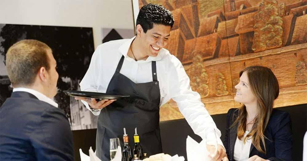 Nhân viên nhiệt tình, vui vẻ tạo ấn tượng tốt với khách hàng